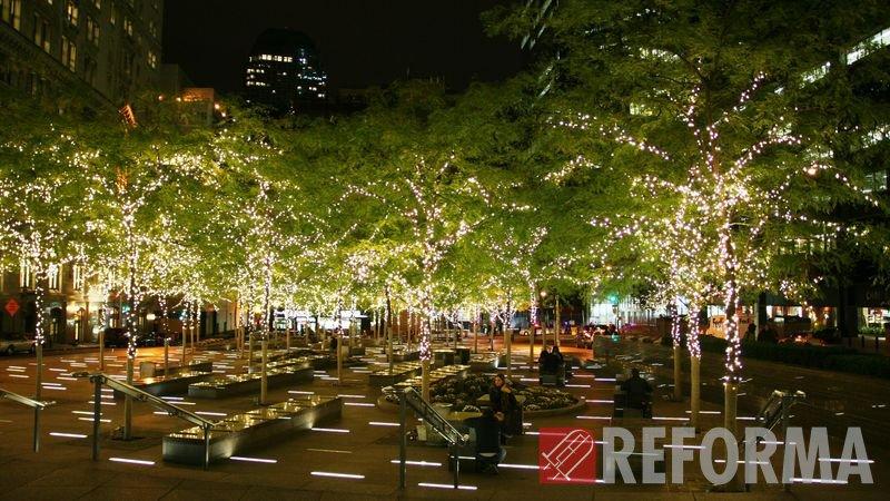 Фото Световое оформление городской среды